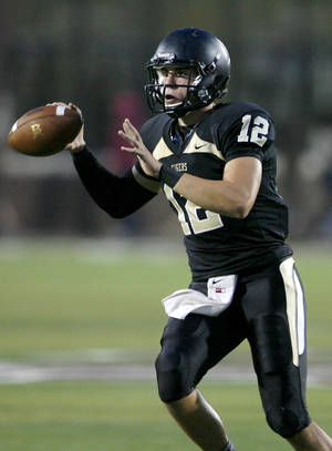 photo - Broken Arrow's Coleman Key looks to pass during a football game against Sand Springs at Jenks High School on Friday, August 24, 2012. MATT BARNARD/Tulsa World