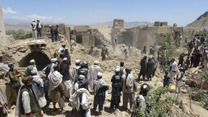 photo -   Afghan villagers gather at a house destroyed in an apparent NATO raid in Logar province, south of Kabul, Afghanistan on Wednesday, June, 6, 2012. Afghan officials and residents say a pre-dawn NATO airstrike aimed at militants in eastern Afghanistan killed civilians celebrating a wedding, including women and children. (AP Photo/Ihsanullah Majroh)