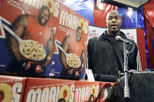 photo -   Buffalo Bills' Mario Williams, an NFL football player, introduces his new cereal during a news conference in West Seneca, N.Y., Tuesday, Sept. 18, 2012. (AP Photo/David Duprey)