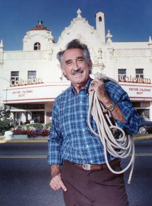 Photo - Artist Charles Banks Wilson in 1992. Oklahoman Archive Photo <strong>JIM ARGO 1992</strong>