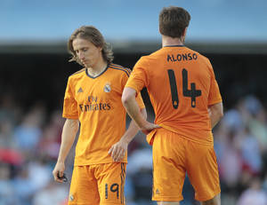 Photo - Real Madrid's Luka Modric from Croatia, left, and Xabi Alonso pause,  during a Spanish La Liga soccer match against Real Club Celta, at the Balaidos stadium in Vigo, Spain, Sunday, May 11, 2014. (AP Photo/Lalo R. Villar)