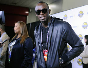 Photo - Olympic gold medalist Usain Bolt, right, and singer/actress Queen Latifah arrive at the NBA All-Star celebrity game Friday, Feb. 15, 2013, in Houston. (AP Photo/Pat Sullivan)