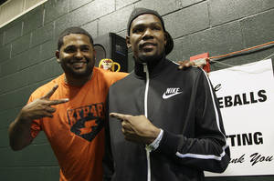 Photo - San Francisco Giants third baseman Pablo Sandoval, left, poses for photographs with Oklahoma City Thunder NBA basketball player Kevin Durant before a baseball game between the Giants and the Colorado Rockies, Wednesday, April 10, 2013, in San Francisco. (AP Photo/Jeff Chiu) <strong>Jeff Chiu</strong>