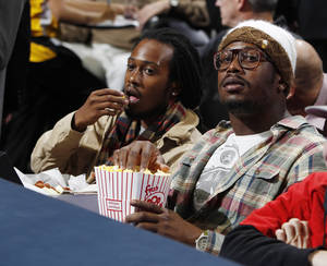 photo -   Denver Broncos linebacker Von Miller, right, looks on from a courtsie seat as the Miami Heat face the Denver Nuggets in the first quarter of an NBA basketball game in Denver on Thursday, Nov. 15, 2012. (AP Photo/David Zalubowski)