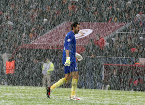 Photo - Juventus' goalkeeper Gianluigi Buffon walks through the snow as their Champions League soccer match with Galatasaray was been abandoned after a snow storm caused the pitch to become unplayable at the TT Arena Stadium in Istanbul, Turkey, Tuesday, Dec. 10, 2013. (AP Photo)