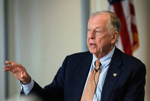 photo - OSU benefactor and native Oklahoma oilman T. Boone Pickens was the guest speaker at the October Leadership Luncheon of the Jim Thorpe Society Wednesday, Oct. 26, 2011, in the Bud Wilkinson Event Center at the Jim Thorpe Museum.   Pickens talked about a number of topics while answering questions from luncheon guests.  Photo by Jim Beckel, The Oklahoman  ORG XMIT: KOD