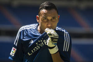 Photo - Costa Rica international goalkeeper  Keylor Navas, kisses his Real Madrid's t-shirt as he poses during his official presentation at the Santiago Bernabeu stadium in Madrid, Spain, Tuesday, Aug. 5, 2014, after signing for the Spanish soccer giants Real Madrid. (AP Photo/Andres Kudacki)