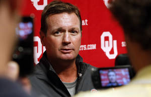 photo - OU coach Bob Stoops speaks to the press at a media availability for the University of Oklahoma Sooner (OU) football team following practice on Tuesday, Aug. 21, 2012 in Norman, Okla.  Photo by Steve Sisney, The Oklahoman