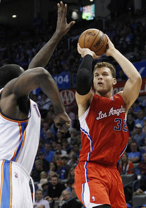 photo -   Los Angeles Clippers forward Blake Griffin shoots over Oklahoma City Thunder center Kendrick Perkins in the second quarter of an NBA basketball game in Oklahoma City, Wednesday, Nov. 21, 2012. (AP Photo/Sue Ogrocki)