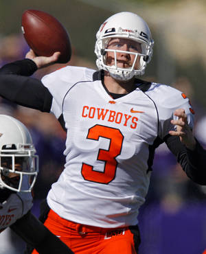 Photo - Oklahoma State quarterback Brandon Weeden (3) throws the ball during the second half of the college football game between the Oklahoma State University Cowboys (OSU) and the Kansas State University Wildcats (KSU) on Saturday, Oct. 30, 2010, in Manhattan, Kan.   Photo by Chris Landsberger, The Oklahoman