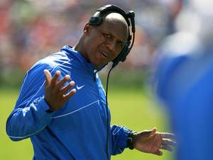 Photo -   Kentucky head coach Joker Phillips gestures to one of his players during a time out in the second half of an NCAA college football game against Florida, Saturday, Sept. 22, 2012, in Gainesville, Fla. Florida defeated Kentucky 38-0. (AP Photo/John Raoux)
