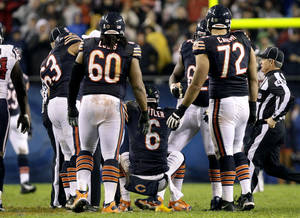 photo -   Chicago Bears quarterback Jay Cutler (6) is helped up by teammates after he threw an illegal forward pass and was hit by Houston Texans linebacker Tim Dobbins during the first half of an NFL football game, Sunday, Nov. 11, 2012, in Chicago. Dobbins was penalized for unnecessary roughness on the play. Cutler did not return in the second half after suffering a concussion. (AP Photo/Nam Y. Huh)