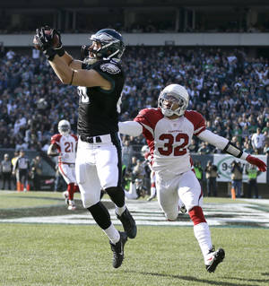 Photo - Philadelphia Eagles' Zach Ertz, left, pulls in a touchdown pass as Arizona Cardinals' Tyrann Mathieu defends during the first half of an NFL football game, Sunday, Dec. 1, 2013, in Philadelphia. (AP Photo/Matt Rourke)