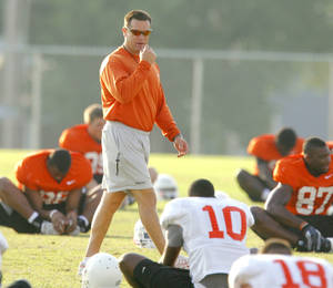 Photo - OSU COLLEGE FOOTBALL: Strength and conditioning coach Rob Glass leads the team in stretching during Oklahoma State University football practice in Stillwater, Okla., Tuesday, August 5, 2008. BY MATT STRASEN, THE OKLAHOMAN ORG XMIT: KOD