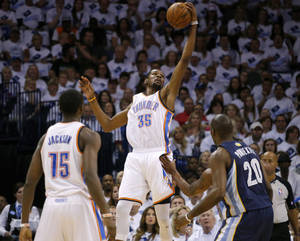 Photo - Oklahoma City's Kevin Durant (35) catches a pass during Game 5 in the second round of the NBA playoffs between the Oklahoma City Thunder and the Memphis Grizzlies at Chesapeake Energy Arena in Oklahoma City, Wednesday, May 15, 2013.  Photo by Bryan Terry, The Oklahoman