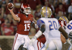 photo - OU quarterback Drew Allen, pictured here during a 2011 game vs. Tulsa, is looking to transfer, according to sources. PHOTO BY BRYAN TERRY, Oklahoman Archives