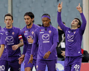 Photo - Fiorentina's Giuseppe Rossi, right, celebrates after scoring during a Serie A soccer match between Fiorentina and Bologna  at the Artemio Franchi stadium in Florence, Italy Sunday  Dec. 15  2013. (AP Photo/Fabrizio Giovannozzi)