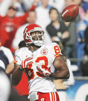photo - Chiefs receiver Mark Bradley's favorite player growing up was his father, former OU quarterback Danny Bradley. AP photo