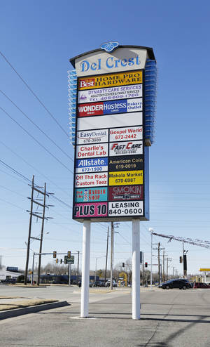 Photo - Del Crest Shops at SE 15 and Sunnylane in Del City became fully occupied in the fourth quarter, easing the overall vacancy in the east retail submarket, according to CB Richard Ellis-Oklahoma. <strong>Steve Gooch - The Oklahoman</strong>