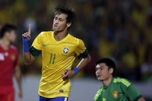 photo -   Brazil's Neymar celebrates after scoring against China during a friendly soccer match in Recife, Brazil, Monday Sept. 10, 2012. (AP Photo/Felipe Dana)