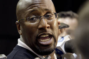 photo -   Los Angeles Lakers head coach Mike Brown talks to reporters during their NBA basketball media day at the team's headquarters in El Segundo, Calif., Monday, Oct. 1, 2012. (AP Photo/Reed Saxon)