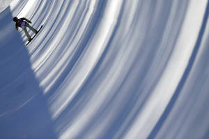 Photo - Kelly Clark of the United States trains for the women's snowboard halfpipe competition at the 2014 Winter Olympics, Saturday, Feb. 8, 2014, in Krasnaya Polyana, Russia. (AP Photo/Jae C. Hong)