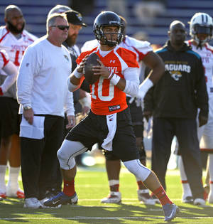 Photo - South Squad quarterback Jimmy Garoppolo, of Eastern Illinois, drops back to pass during Senior Bowl college football practice at Ladd-Peebles Stadium, Thursday, Jan. 23, 2014, in Mobile, Ala.  (AP Photo/G.M. Andrews)
