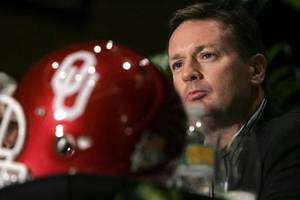Photo - Oklahoma football coach  Bob  Stoops takes questions about the upcoming BCS championship game during a press conference in Hollywood, Fla., Wednesday, Dec. 10, 2008. (AP Photo/J Pat Carter)