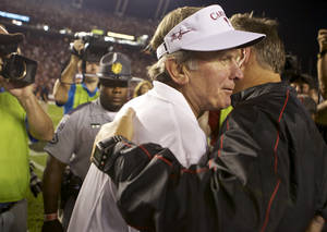 photo -   South Carolina coach Steve Spurrier, left, is congratulated by Georgia coach Mark Richt following South Carolina's 35-7 victory in an NCAA college football game at Williams-Brice Stadium in Columbia, S.C., Saturday, Oct. 6, 2012. (AP Photo/Brett Flashnick)