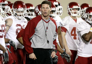 Photo - Defensive coordinator Brent Venables leads the defense during practice at the Everest Training Facility on the University of Oklahoma campus in Norman on Monday, March 8, 2010. Photo by John Clanton, The Oklahoman