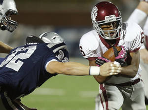 Photo - Edmond Memorial's Warren Wand runs past  Edmond North's Lance Dixon for a touchdown during a high school football playoff game at Wantland Stadium in Edmond, Okla., Thursday, Nov. 8, 2012. Photo by Bryan Terry, The Oklahoman ORG XMIT: KOD