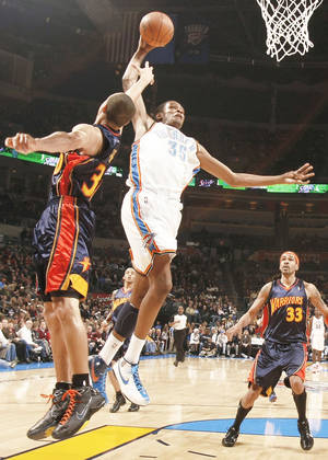 Photo - Thunder forward Kevin Durant (35) puts up a shot over Golden State's Stephen Curry during the Thunder's 104-88 win Monday at the Ford Center. PHOTO BY CHRIS LANDSBERGER, THE OKLAHOMAN