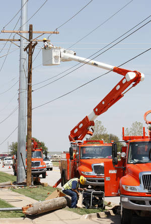 Photo - Oklahoma Gas and Electric Co. crews work on Rockwell Avenue between Memorial Road and NW 122.  PHOTO BY PAUL B. SOUTHERLAND, Oklahoman Archives Photo
