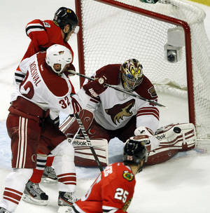 Photo -   Chicago Blackhawks' center Jonathan Toews gets an opportunity but Phoenix Coyotes' goalie Mike Smith makes the save as the Coyotes defeated the Chicago Blackhawks 4-0 in Game 6 of an NHL hockey Stanley Cup first-round playoff series in Chicago, Monday, April 23, 2012.(AP Photo /Daily Herald, Steve Lundy ) MANDATORY CREDIT