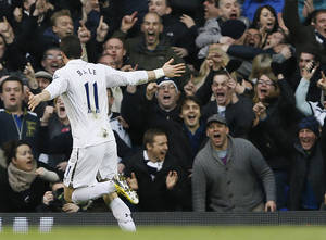 photo - Tottenham Hotspur's Gareth Bale celebrates after scoring a goal against Arsenal during the English Premier League soccer match between Tottenham and Arsenal at Tottenham's White Hart Lane stadium in London, Sunday, March  3, 2013. (AP Photo/Kirsty Wigglesworth)