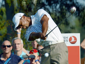 Photo -   USA's Tiger Woods plays a tee-shot during his World Golf Final Group 1 match against Rory McIlroy of Northern Ireland in Belek, Antalya, Turkey, Thursday, Oct. 11, 2012. (AP Photo)