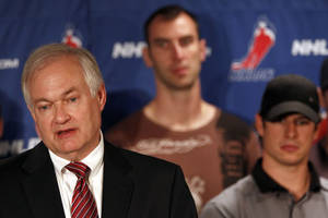 Photo -   NHL Players Association executive director Donald Fehr, left, is joined by Boston Bruins' Zdeno Chara, center, and Pittsburgh Penguins' Sidney Crosby as he speaks to reporters during a news conference in New York, Thursday, Sept. 13, 2012. Fehr says a lockout can be avoided and that's up to the league. (AP Photo/Mary Altaffer)