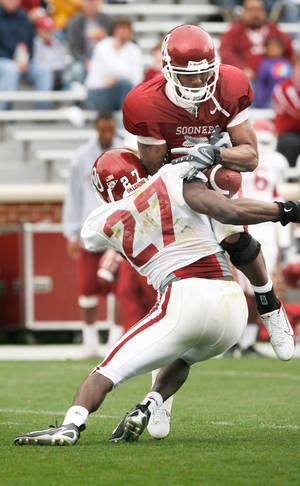 Photo - OU safety Sam Proctor (27) is replacing Nic Harris, who was drafted by the Buffalo Bills, in the starting lineup this year. PHOTO BY STEVE SISNEY,  THE OKLAHOMAN ARCHIVE