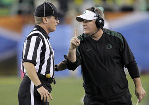 photo - Oregon head coach Chip Kelly, right, signals a 1-point safety to the referee during the second half of the Fiesta Bowl NCAA college football game against Kansas State, Thursday, Jan. 3, 2013, in Glendale, Ariz. (AP Photo/Matt York)