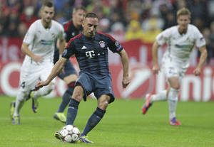 Photo - Bayern's Franck Ribery scores the opening goal from the penalty spot during the Champions League group D soccer match between FC Bayern Munich and Viktoria Plzen in Munich, Germany, Wednesday, Oct.  23, 2013. (AP Photo/Matthias Schrader)