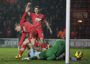 photo - Southampton's Steven Davis, left, celebrates his goal against Manchester City during their English Premier League soccer match at St Mary's stadium, Southampton, England, Saturday, Feb. 9, 2013. (AP Photo/Sang Tan)