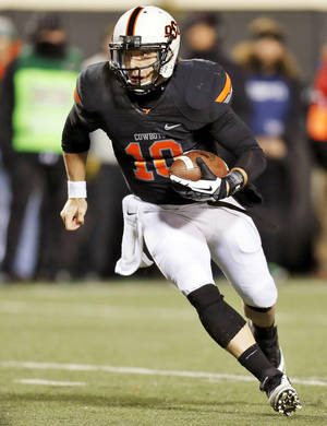 Photo - Oklahoma State's Clint Chelf (10) carries the ball on his way to a touchdown in the third quarter during a college football game between the Oklahoma State University Cowboys (OSU) and the Baylor University Bears (BU) at Boone Pickens Stadium in Stillwater, Okla., Saturday, Nov. 23, 2013. OSU won, 49-17. Photo by Nate Billings, The Oklahoman
