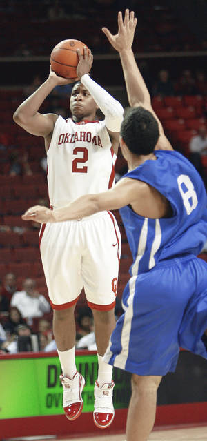 Photo - OU's Steven Pledger, left, modeled his game after NBA sharpshooter Ray Allen.  Photo by Nate Billings, The Oklahoman