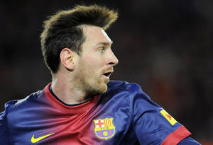 photo - Barcelona's Lionel Messi, from Argentina, eyes the ball during his team's Spanish League soccer match against Osasuna at Camp Nou stadium in Barcelona, Spain, Sunday, Jan. 27, 2013. Barcelona won the match 5-1. (AP Photo/Alvaro Barrientos)