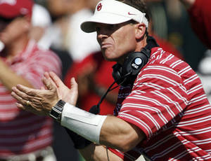 Photo - OU defensive coordinator Brent Venables said he hasn't been contacted about the head coaching vacancy at Miami. Photo by Steve Sisney, The Oklahoman Archive