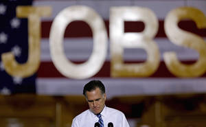 Photo -   Republican presidential candidate, former Massachusetts Gov. Mitt Romney pauses as he speaks at a campaign event at Screen Machine Industries, Friday, Nov. 2, 2012, in Etna, Ohio. (AP Photo/David Goldman)