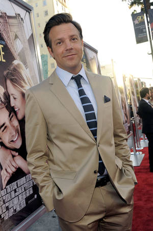 "Photo -   FILE - In this Aug. 23, 2010 file photo, Jason Sudeikis, a cast member in ""Going the Distance,"" arrives at the premiere of the film in Los Angeles. Sudeikis will host the MTV Movie Awards on June 5. (AP Photo/Chris Pizzello, file)"