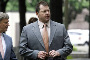Photo -   Former Major League Baseball pitcher Roger Clemens, and his attorney Rusty Hardin, arrives at federal court in Washington, Tuesday, May 15, 2012, for his perjury trial. (AP Photo/Charles Dharapak)