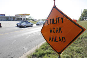 Photo - Drivers are warned of a pipeline project along the east side of Will Rogers World Airport.