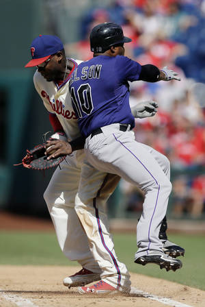 Photo -   Colorado Rockies' Chris Nelson, right, collides with Philadelphia Phillies first baseman Ryan Howard on a ground-out in the sixth inning of the first game of a baseball doubleheader on Sunday, Sept. 9, 2012, in Philadelphia. Philadelphia won 3-2. (AP Photo/Matt Slocum)
